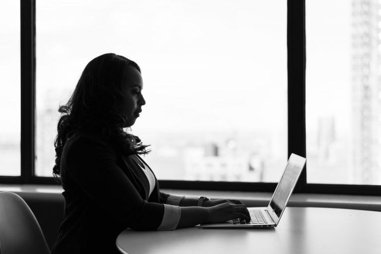 Women   Tech   Laptop